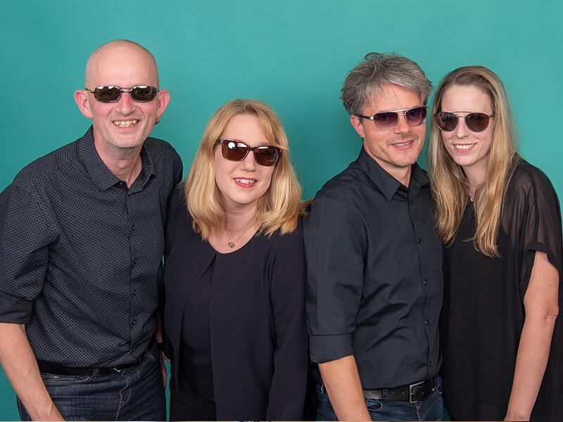 Tibarg Center Optik Ruge Teamfoto mit Sonnenbrille