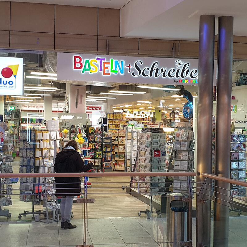 Tibarg Center Shopfront Hartfelder Basteln und Schreiben